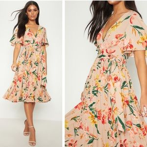 NWT Pretty Little Thing Floral Pleated Midi Dress